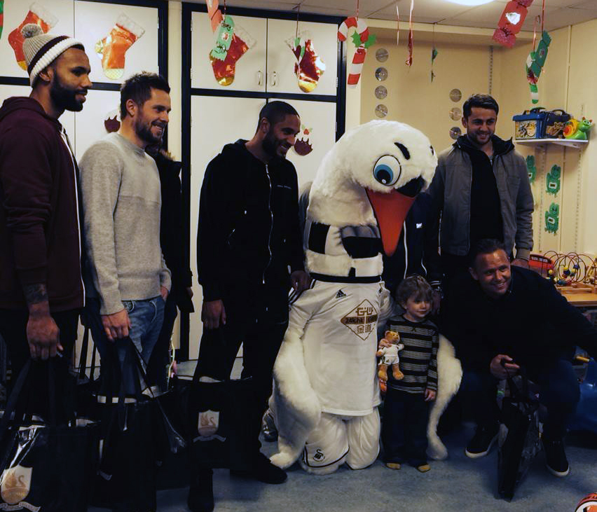 Swans players visit hospital