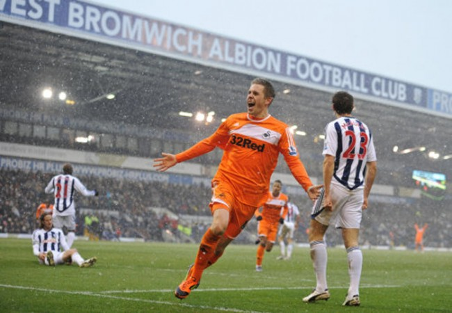 Gylfi celebrates scoring in the snow at The Hawthorns