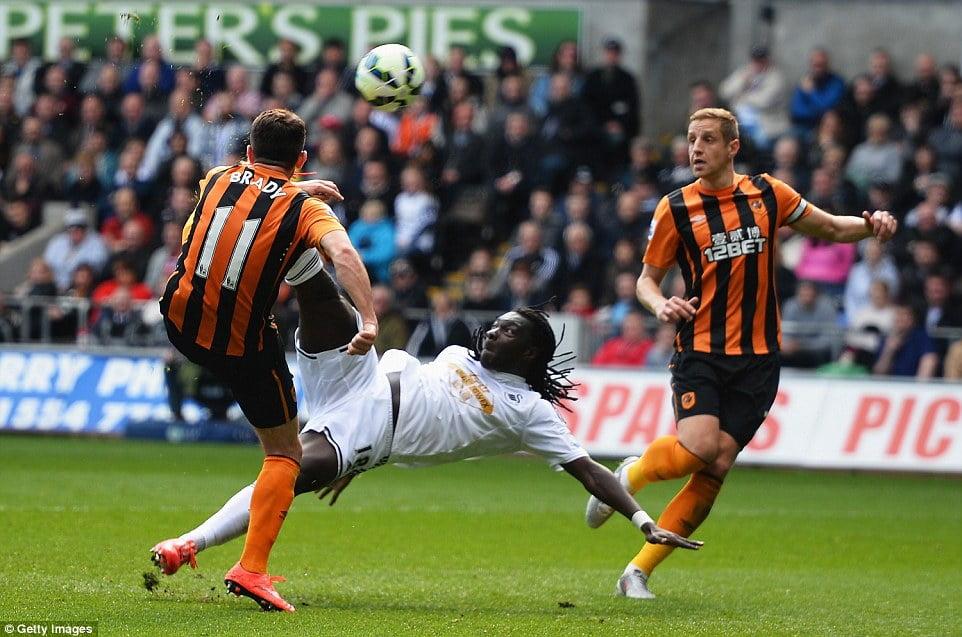 Gomis scores against Hull City